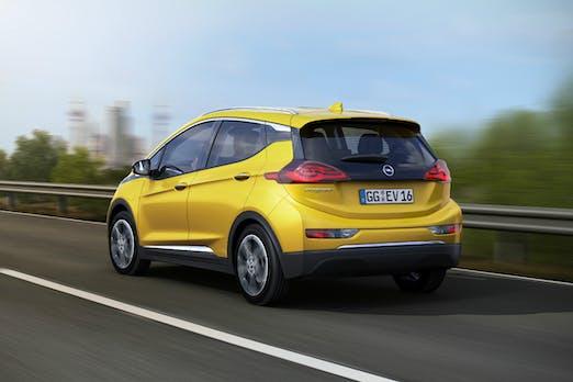 Ampera-e und E-Golf: Wie Opel und Volkswagen Tesla mit neuen Elektroautos schlagen wollen