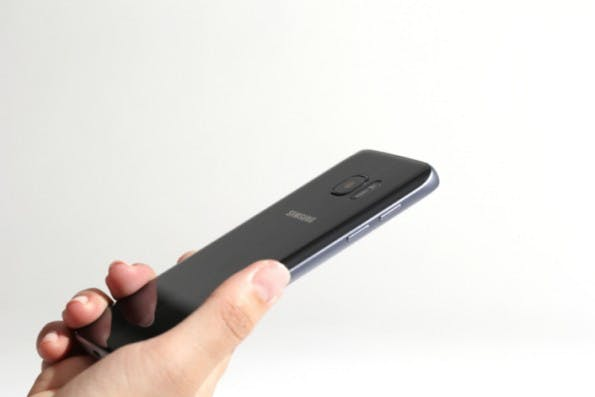 Die Kamera des Samsung Galaxy S7 und des S7 edge lugen nicht mehr so weit aus dem Gehäuse heraus. (Foto: Samsung)