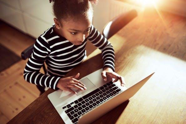 Mädchen sollen genauso gern coden wollen wie Jungs. (Foto: Shutterstock-Uber Images)