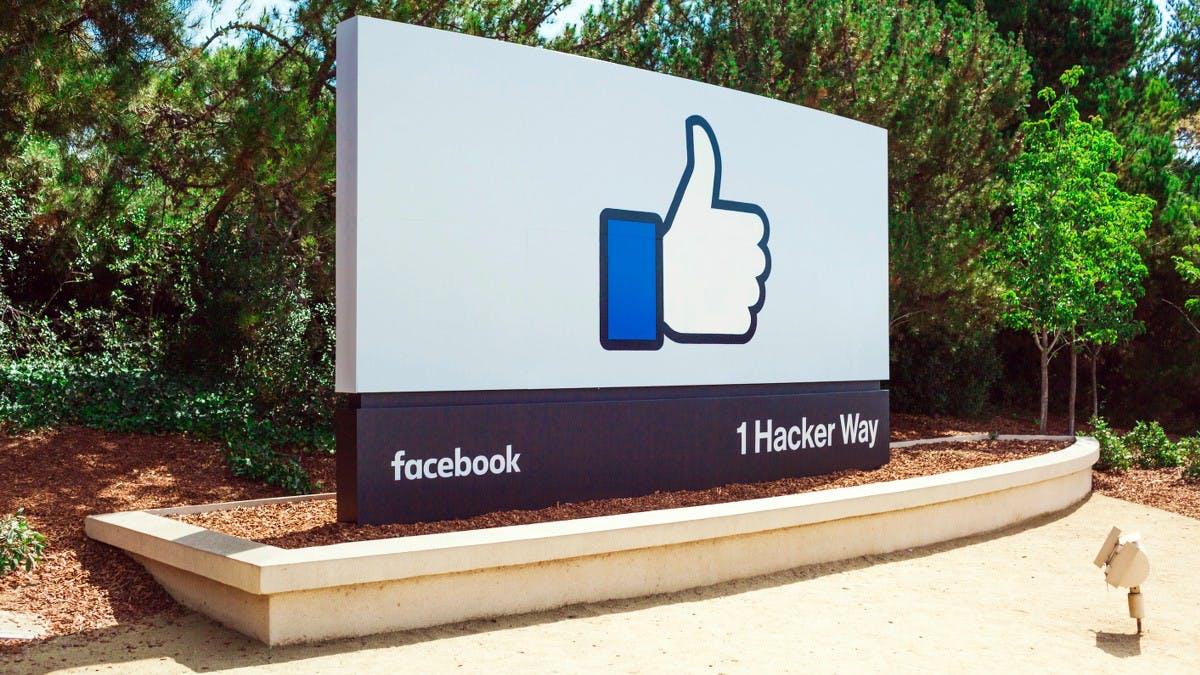 Weil es grade jeder macht: Facebook soll Echo-Konkurrenten planen