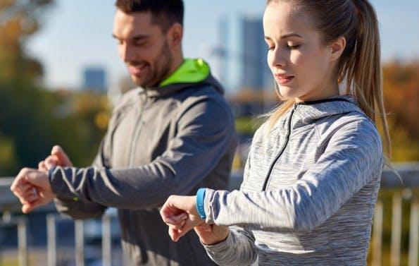 Jawbone, Fitbit und Co.: Studie deckt erhebliche Sicherheitsmängel bei Fitness-Trackern auf. (Foto: Shutterstock-Syda Productions)