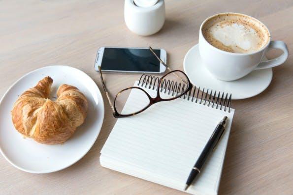 Ein Fünftel aller jungen Arbeitnehmer verzichtet auf eine Mittagspause. (Foto: Shutterstock)