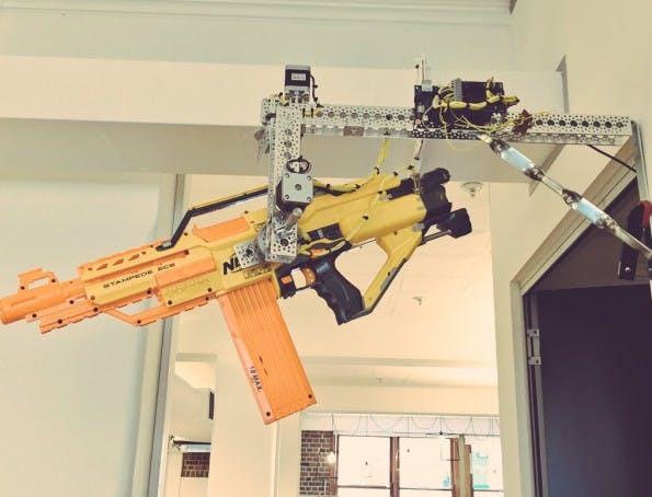 Diese Nerf-Kanone wird per Slack-Befehl abgefeuert. (Foto: BlueChilli)
