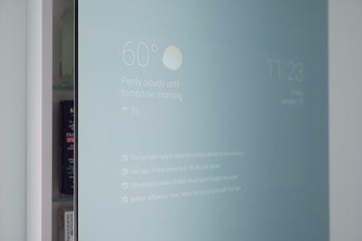 Smart Mirror: Eleganter Spiegel zeigt aktuelle Nachrichten, das Wetter und mehr [Update]