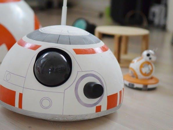 Ein junger Tüftler hat den BB-8-Droiden aus dem neuen Star-Wars-Film in Originalgröße nachgebaut. (Foto: Angelo Casimiro)
