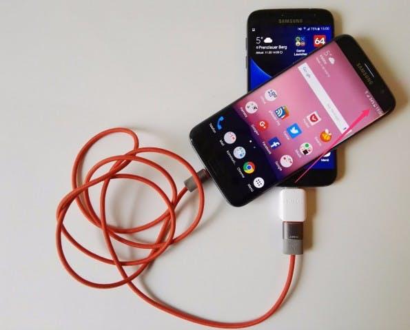 Samsung Galaxy S7-Tipp: Mit dem USB-Dongle macht ihr aus anderen Smartphone einen Akkupack. (Foto: t3n)