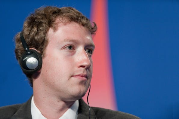 Mark Zuckerberg besteht auf die Klarnamenpflicht auf Facebook – und bekommt Recht von deutschen Gerichten. (Bild: Frederic Legrand - COMEO / Shutterstock.com)