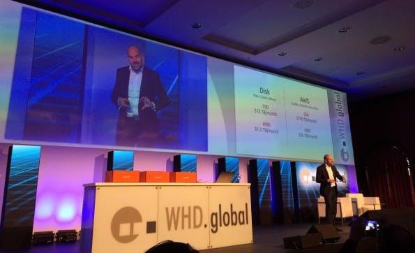 Mark Shuttleworth vergleicht die Kosten von Cloud-Speicher bei AWS und Speicher im eigenen Rechenzentrum. (Foto: t3n)