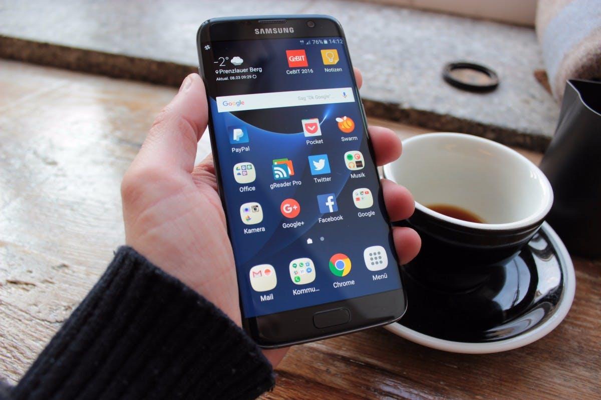 Das Samsung Galaxy S7 edge fühlt sich in der Hand äußerst angenehm an. (Foto: t3n