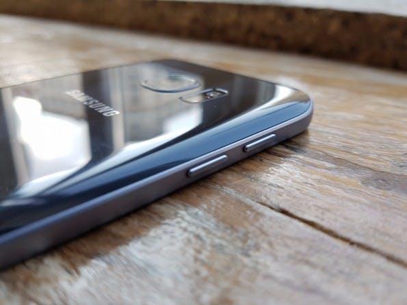 Galaxy S7 und S7 edge besitzen keine Lautstärkewippe, sondern einzelne Buttons. (Foto: t3n)