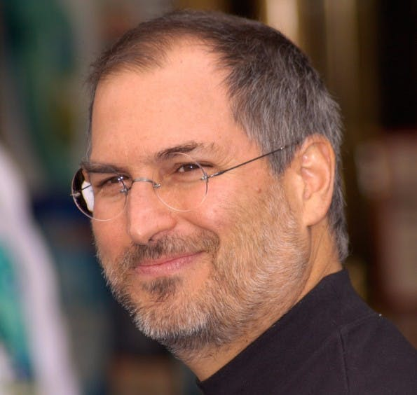 Auch wenn es um Meetings geht, können wir noch etwas vom Apple-Mitbegründer Steve Jobs lernen. (Foto: Featureflash Photo Agency / Shutterstock.com)