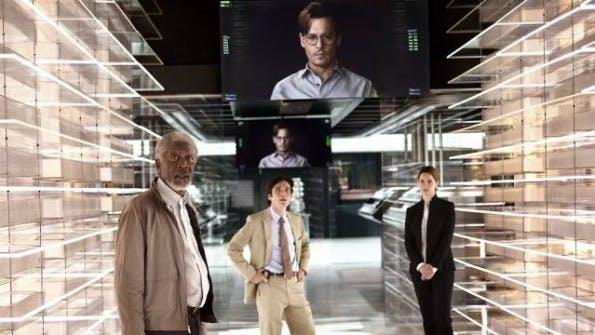 "In ""Transcendence"" transferiert Johnny Depp alias Dr. Will Caster sein Bewusstsein nach dem Tod in ein Computer-System. (Bild: Filmszene Transcendence)"