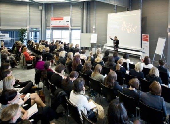 Auf der CeBIT 2016 findet wieder eine Fachtagung zum Thema Frauen in der IT-Branche statt. (Foto: CeBIT)