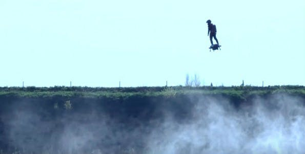 Flyboard Air: Zapata beim Flug mit dem Hoverboard. (Screenshot: YouTube/Zapata)