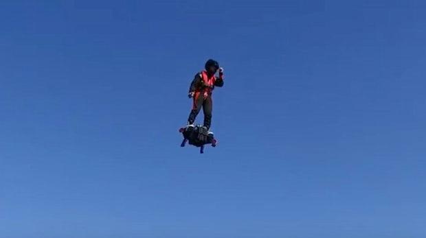 Saugefährlich, aber megageil: Mit diesem Hoverboard fliegst du 3.000 Meter hoch und 150 km/h schnell