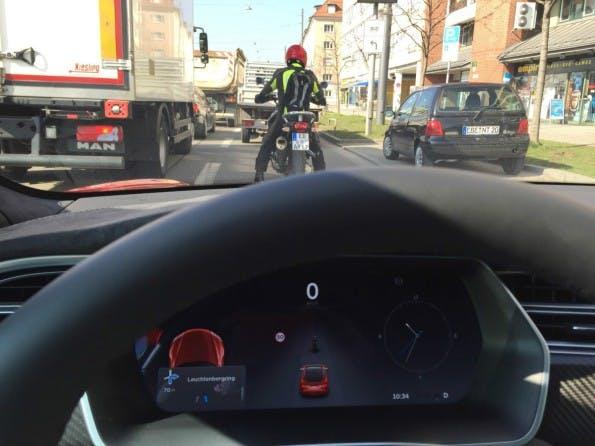 Tesla Autopilot im Einsatz. (Foto: Dirk Röder)