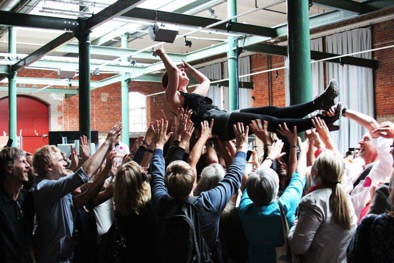 Innovativer arbeiten: Was Arbeitgeber sich bei Konferenzen abschauen sollten [Kolumne]