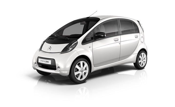 Der Kleinstwagen Citroën C-Zero ist in vielen Belangen baugleich mit dem Mitsubishi i-Miev und dem Peugeot Ion. Mit seinen 67 PS beschleunigt das Auto von Null auf 100 Kilometer pro Stunde in 15,9 Sekunden und kann mit voller Batterieladung so weit fahren wie der BMW i3. (Foto: Citroën)