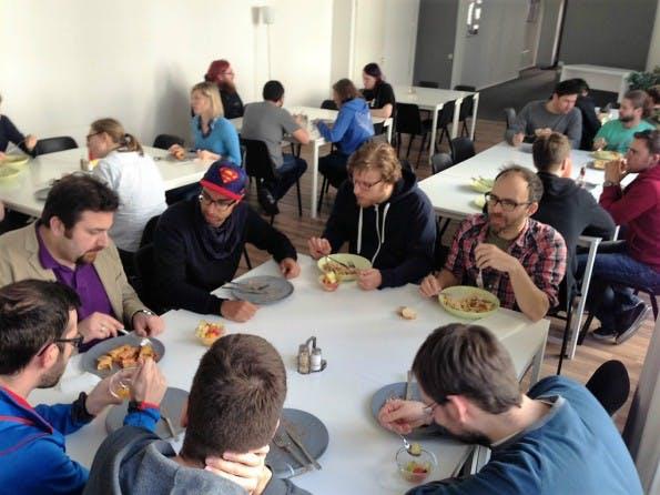 Das Team von Researchgate erhält jeden Tag ein frisch gekochtes Mittagessen. Ijad Madisch hat dazu eine App programmiert, welche die Auswahl der Gerichte erleichtert. (Foto: Researchgate)