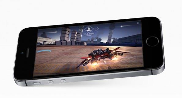 Das iPhone SE sieht dem iPhone 5s auf den ersten Blick zum Verwechseln ähnlich. (Bild: Apple)