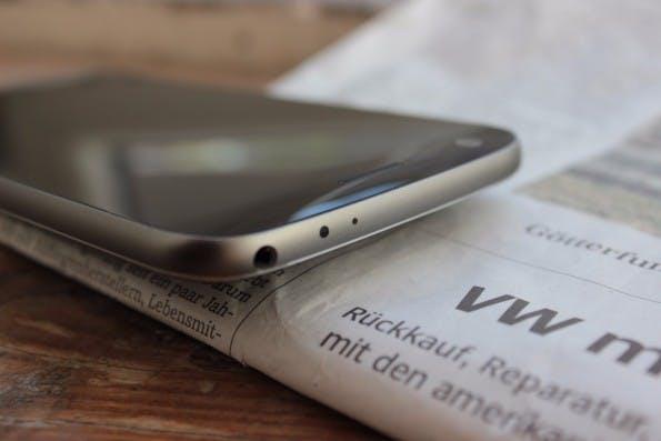 Das leicht geschwungene Display auf der Oberseite hat zwar keine Funktion, sieht aber schick aus. LG G5. (Foto: t3n)