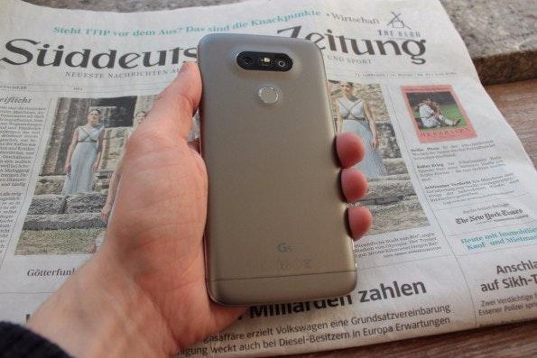 Beschichtetes Metall: Das LG G5 hat eine angenehme Haptik. (Foto: t3n)