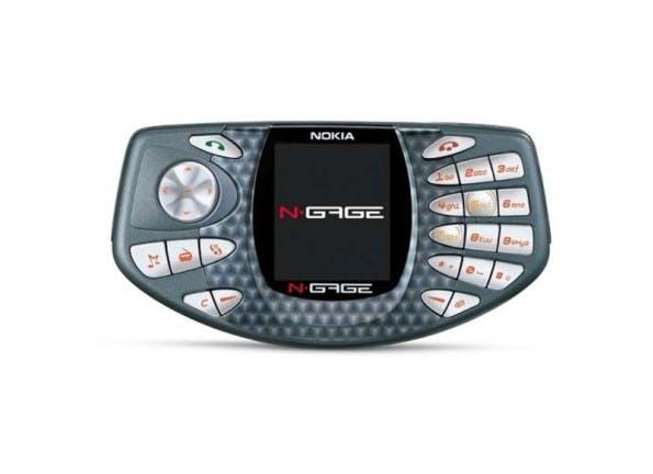 Mit dem Nokia N-Gage in der Öffentlichkeit zu telefonieren glich einer Mutprobe. (Bild Nokia)