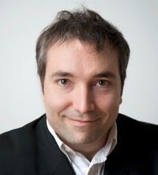 """Prof. Dr. Simon Hegelich: """"Komplexe Bots ahmen das Verhalten echter Nutzer nach."""""""