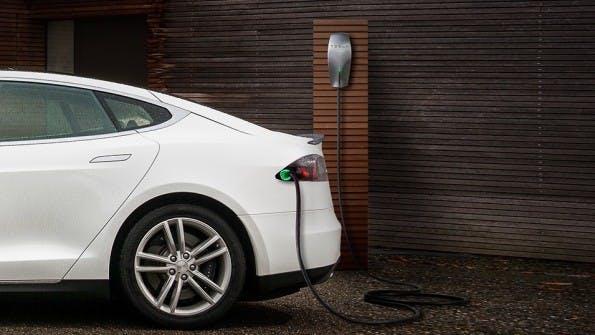 Ladestation für Elektroautos bald an jedem Neubau Pflicht? (Foto: Tesla)