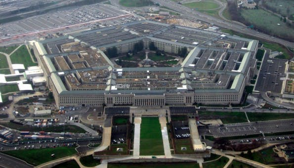 Eine Untersuchung des US-Verteidigungsministeriums kommt zu dem Schluss, dass in den kommenden Jahren eine starke Zunahme von Bots zu erwarten sei. (Foto: The Pentagon by David B. Gleason / CC BY-SA 2.0)