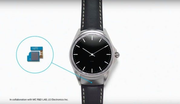 Der winzige Sensor unterhalb des Displays erkennt sogar, wenn ihr zwei Finger aneinanderreibt. (Bild: Google)