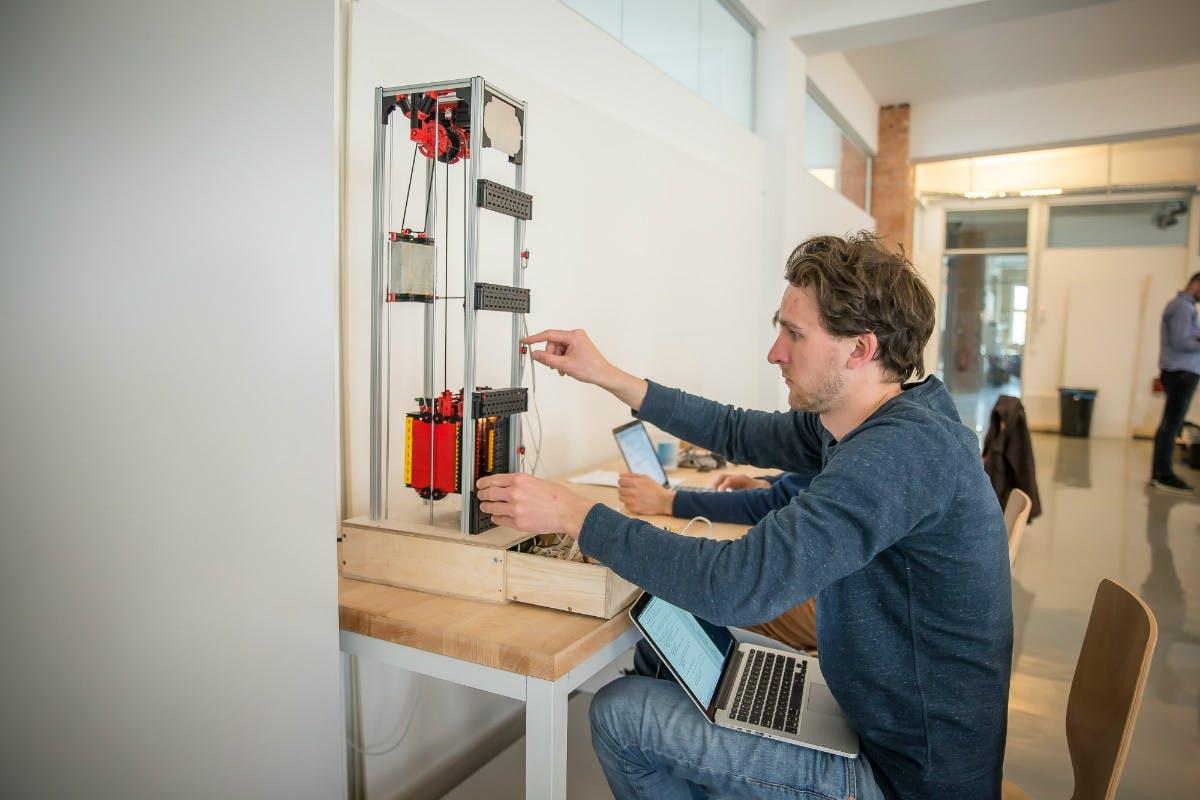 Relayr bietet smarte Sensoren für Industrieanlagen an. (Foto: © Michael Hübner)