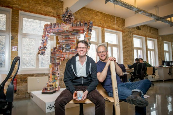 Paul Hopton (links) und Jackson Bond haben das Startup Relayr mitgegründet. (Copyright: Michael Hübner)