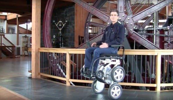 Segway-Erfinder Dean Kamen im iBot. (Screenshot: YouTube)