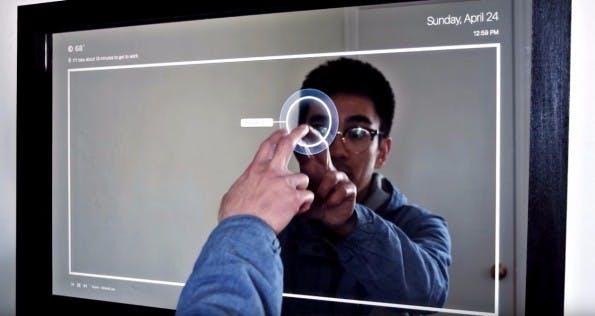 """""""Clear"""" Smart Mirror mit Touchdisplay. (Foto: Ryan Nelwan)"""