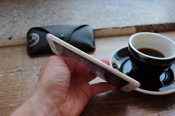 Trotz seines 3.000 Milliamperestunden-Akkus ist das Huawei P9 mit 6,95 mm noch recht dünn. (Foto: t3n)