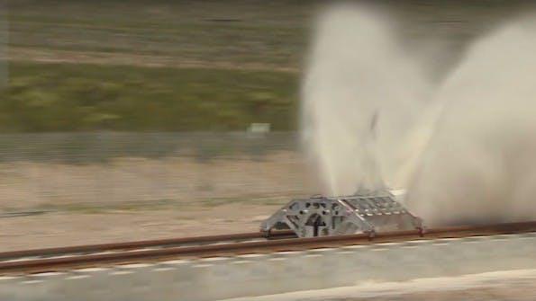 Wer kurz wegsah, verpasste die Testfahrt des Hyperloop-One-Motors. (Screenshot: YouTube)