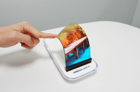 Plastic OLED-Displays kommen unter anderem schon in Smartwatches zum Einsatz. (Foto: Samsung)