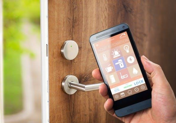 Die Tür per Smartphone öffnen? Das ist für viele heute noch nicht die Realität. (Foto: Shutterstock