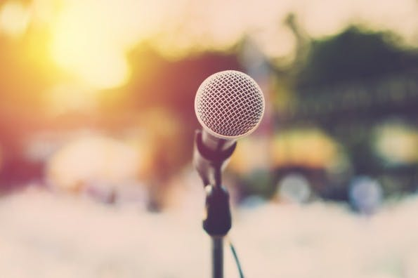 Wie wäre es mit einem Vortrag auf einer Konferenz? (Foto: Shutterstock)