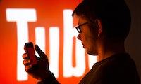 Youtubes neue Waffe gegen wirre Verschwörungstheorien ist Wikipedia