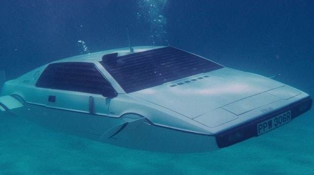 """Fast ein """"Fliewatüüt"""": Das Tesla Model S kann als Boot genutzt werden, sagt Musk"""