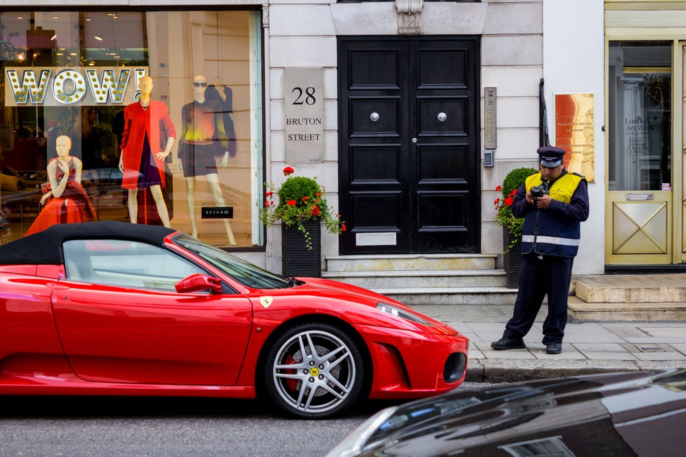 Falschparker, aufgepasst! Dieser Chatbot geht für euch gegen Strafzettel vor