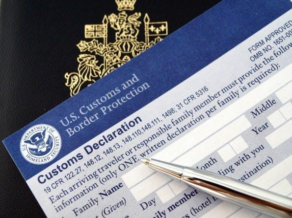Wer in die USA einreisen will, muss eine Erklärung abgeben. Künftig könnten auch Social-Media-Profile abgefragt werden. (Bild: Shutterstock-NAN728)