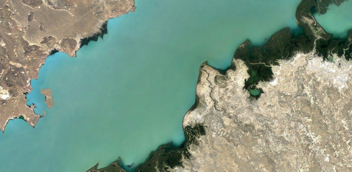 Der Balchaschsee in Kasachstan ist jetzt auch klarer zu sehen. (Bild: Google)