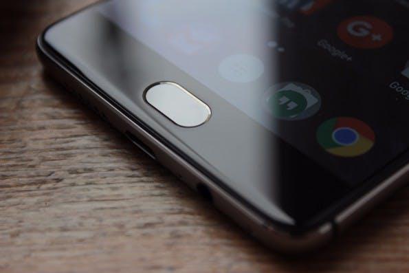 Ist das Smartphone aktiviert, könnt ihr über den Homebutton aus jeder App die Kamera starten - ein Doppeltap genügt. (Foto: t3n)