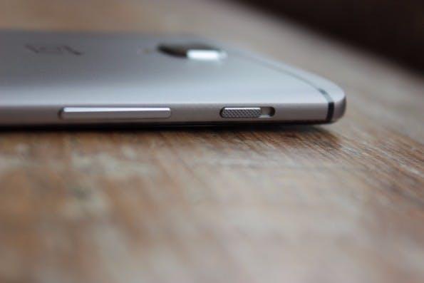 Das Oneplus 3 verfügt über einen Alert-Slider mit dem sich das Gerät schnell stumm schalten lässt. (Foto: t3n)