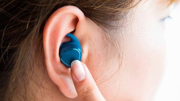 Nie wieder Kabelsalat: Samsungs Gear-IconX-In-Ear-Hörer machen Bragi Dash Konkurrenz
