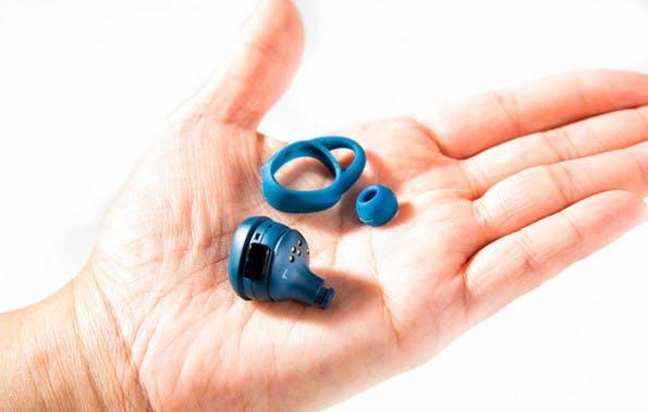 Die Gummischalen der Samsung Gear IconX lassen sich auswechseln und werden in verschiedenen Größen angeboten. (Foto: Samsung)