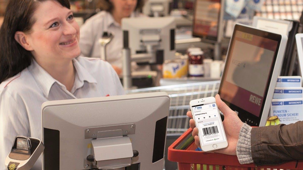 Bargeld per Smartphone: Zweite deutsche Bank unterstützt Abhebungen an der Supermarktkasse
